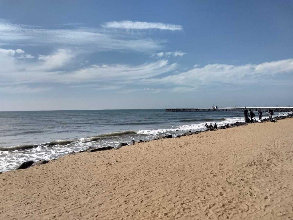 quiet beach in pondicherry
